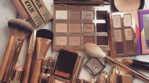 sharing-makeup