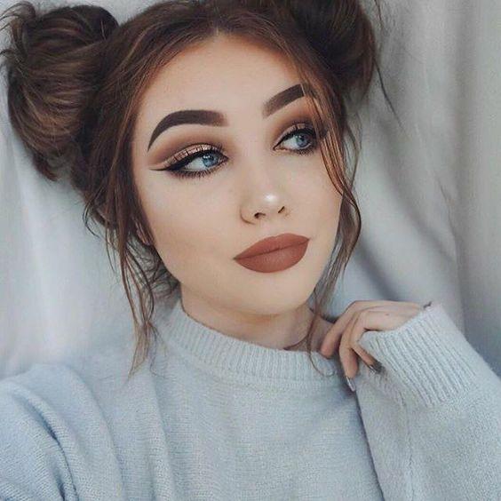 Overdrawn Lips