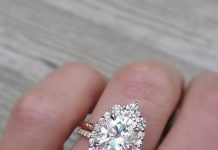 Perfect Oval Engagement Rings to buy in Canada