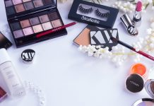Everything a Makeup Vanity Set Should Have